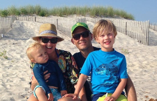 erin-olsson-emerald-cuff-family-at-beach
