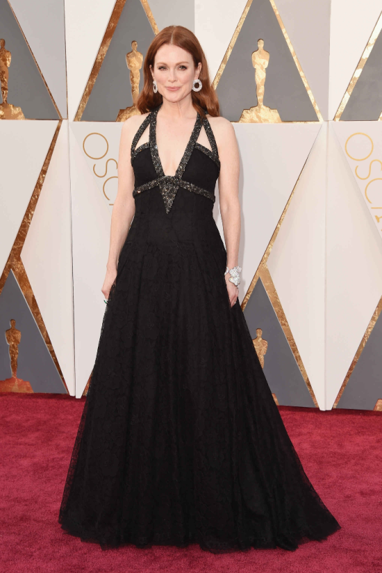 Julianne-Moore-Chanel-Oscar-2016