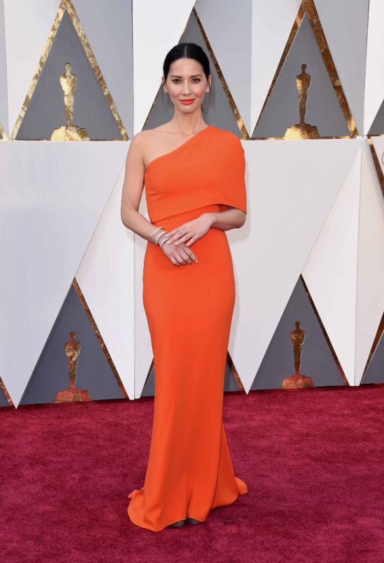 Olivia-Munn-Stella-McCartney-Oscars-2016