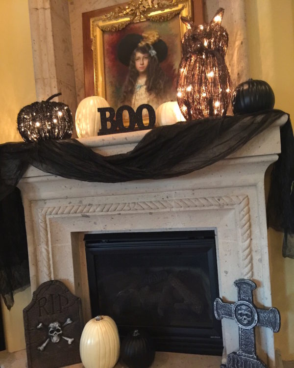 fireplace-halloween-decor-mom-style-lab